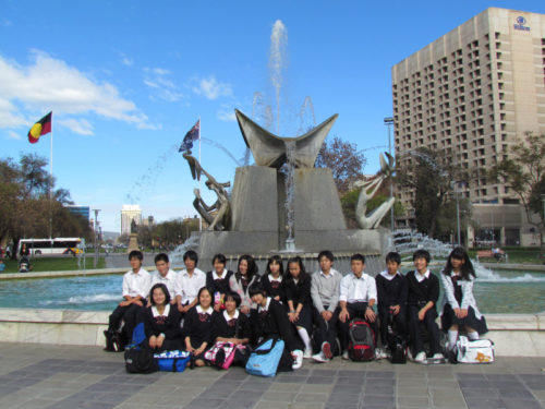 Hakuo Study Tour group photo